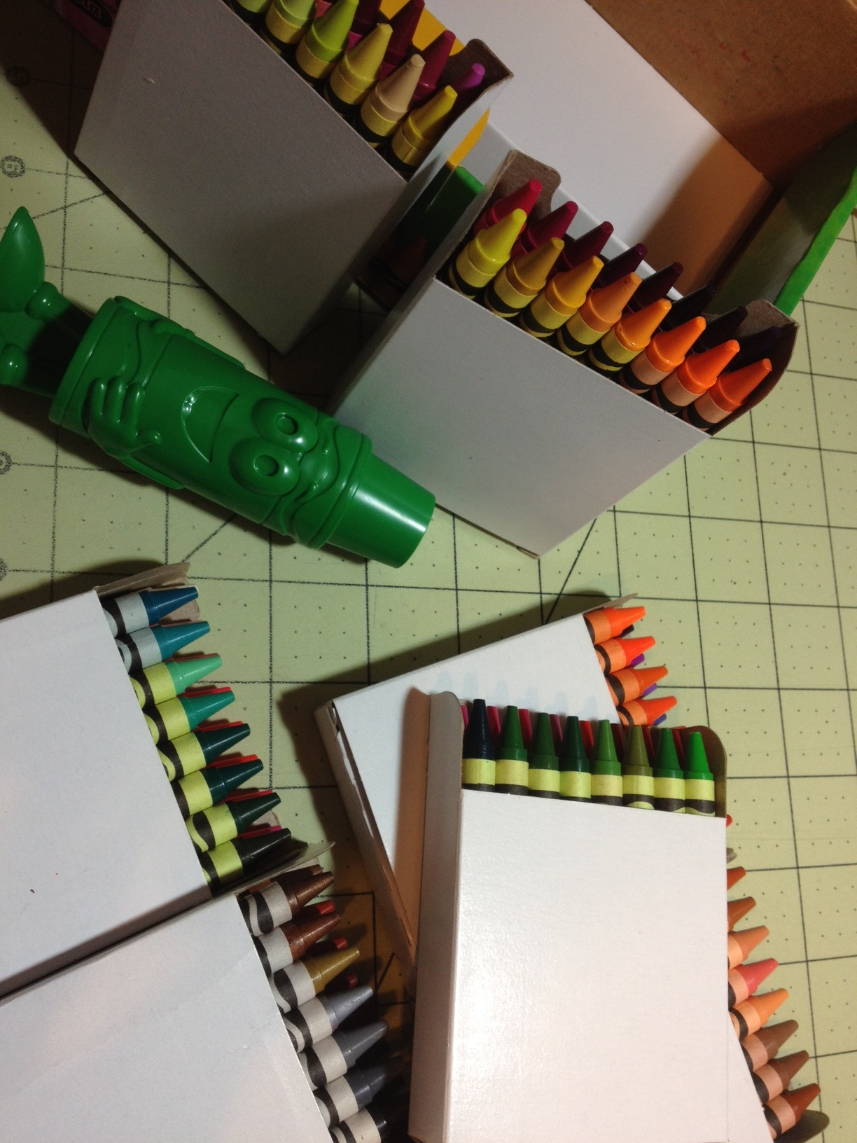 Review – Crayola Crayons (120 Crayon Box Part 1 – White, Pinks, Reds ...